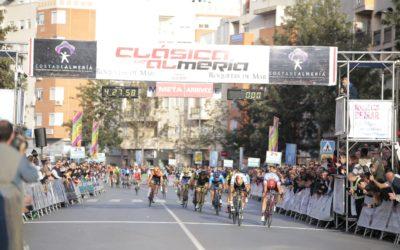 El Campeón alemán Pascal Ackermann vence en la XXXII Clásica de Almería