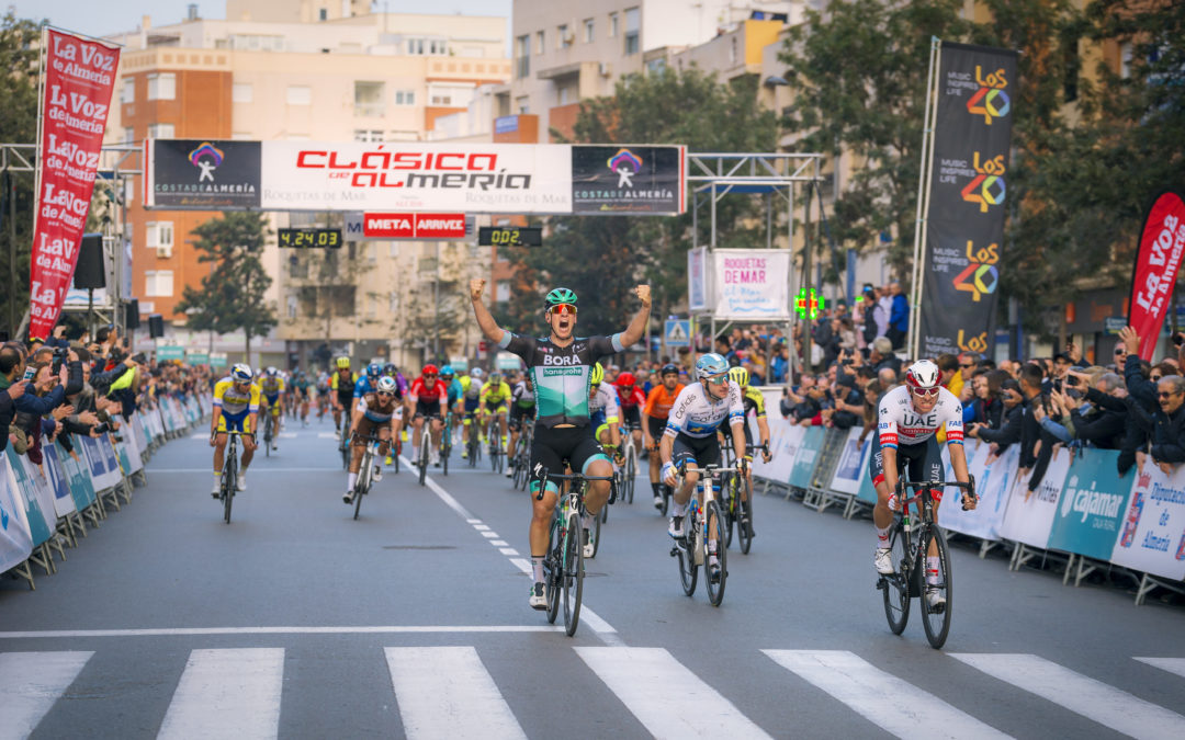 Pascal Ackermann, primer corredor en doblar triunfo consecutivo en la Clásica de Almería
